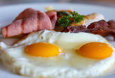 揚げ卵と朝食します。 — ストック写真