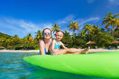 Mother and daughter paddling — Stock Photo
