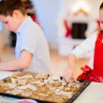 Kids baking Christmas cookies — Stock Photo