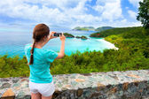 Tourist girl at Trunk bay on St John island — Stockfoto