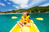 Kids in kayak — Stockfoto