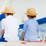 Kids at luxury yacht — Stock Photo