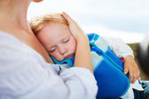 Mother holding sleeping daughter — Stock Photo