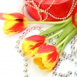 Flowers and gift — Stockfoto