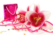 Gift and pink lilies — Stock Photo