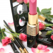 Decorative cosmetics and pink roses — Foto de Stock