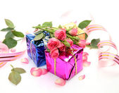 Pink roses and gift — Stock Photo