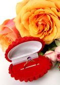 Roses and a gold ring — Foto de Stock