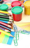 Färgpennor och färger — Stockfoto