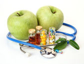 Tablets for treatment of illness and apples — Stock Photo