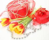 Regalos y flores — Foto de Stock