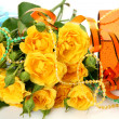Roses and gifts — Stockfoto