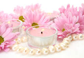Pink flowers and candles — Stockfoto