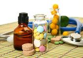 Tablets for treatment of illness — ストック写真