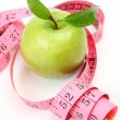 Green apple and measuring tape — 图库照片