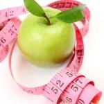manzana verde y cinta métrica — Foto de Stock