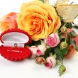 Fine roses and ring — Stock Photo
