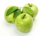 Fresh green apples with leaves — Stok fotoğraf
