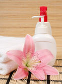 Towel and pink lily — Stock Photo
