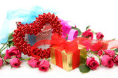 Box with a gift and roses — Stockfoto