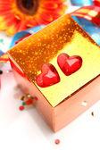 Scatola con un regalo — Foto Stock