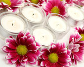 Pink flowers and candles — Stock Photo