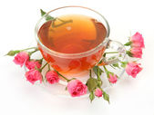 Tea in a mug and roses — Stok fotoğraf