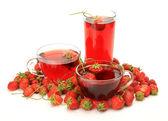 Ripe strawberries and tea — Stock Photo