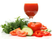 Fresh vegetables and tomato juice — Stockfoto