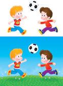 Jungs spielen Fußball außerhalb. — Stockfoto