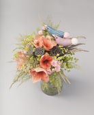 Stylish bouquet of lilies, roses and  wildflowers — Stok fotoğraf