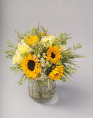 Bouquet of sunflowers, roses and wildflowers — Stok fotoğraf