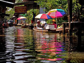 People in boats at market in Pattaya — Stock Photo