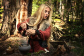 Scandinavian witch pythoness cooking potion — Foto Stock