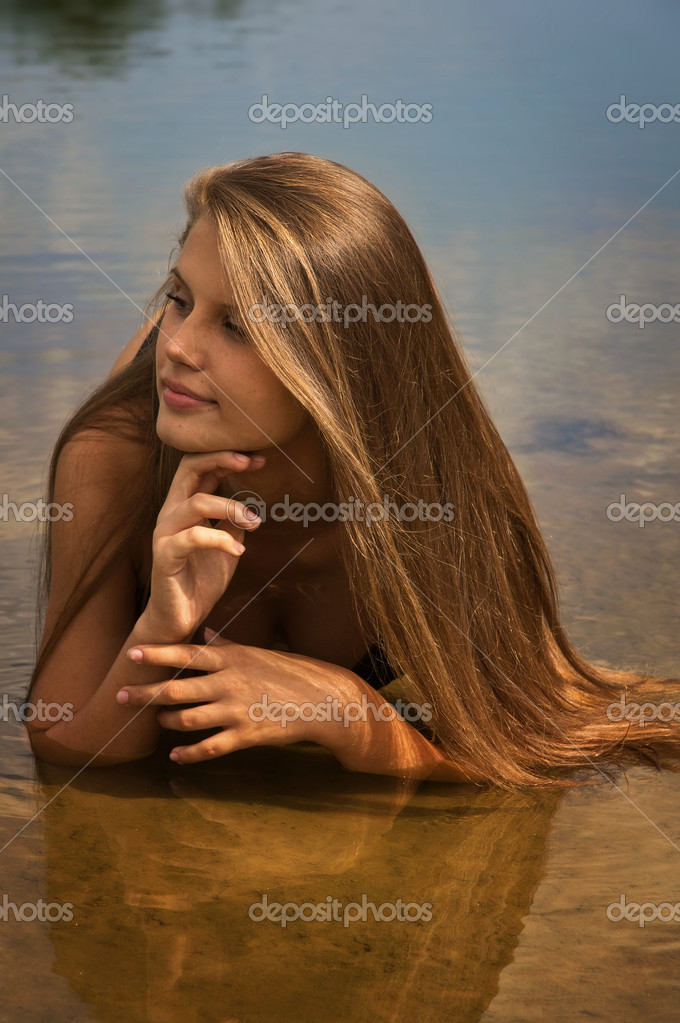 Attractive girl in a bikini on a sandy beach — Stock Photo #12898245
