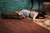 Crime scene simulation: lifeless brunette on the floor — Stock Photo