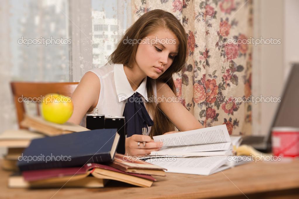 Студентка готовится к сессии 7 фотография