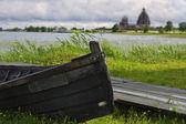 Barco de madeira em ilha kizhi — Fotografia Stock