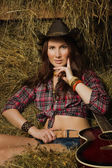 Country girl with guitar — Stockfoto