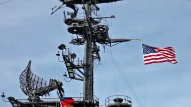 USA flag and antennas on carrier control tower in blue sky — Stock Video