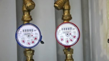 Cold and hot water gauges — Stock Video