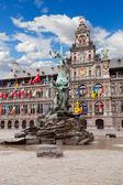 Central square and Brabo statue in Antwerpen — Stock Photo