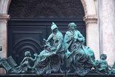 Statues near San Marco Campanile — Стоковое фото