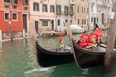 Two gondola in Venice near pier — Zdjęcie stockowe