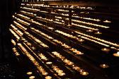 Quema de las velas en la catedral de san esteban — Foto de Stock