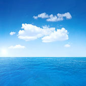 Beautiful sky and ocean — Stock Photo