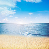 Clear sky and island beach — Stock Photo