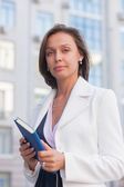 Businesswoman with notepad — Stockfoto