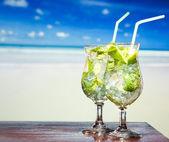 Cocktail con lime e menta — Foto Stock