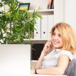 mujer hablando por celular — Foto de Stock